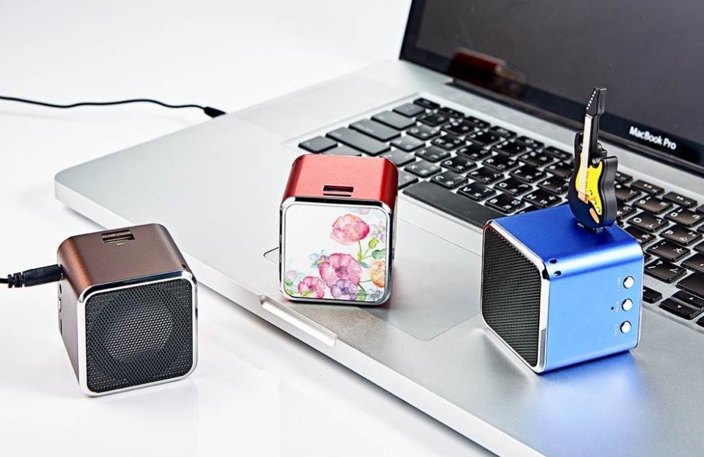 AdQube播放機(顏色隨機出貨)+電吉他造型隨身碟(16G)